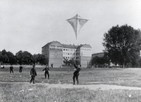 http://www.emd.tu-bs.de/files/gimgs/th-109_109_01gardeluftschiffertempelhofer-feld1907.jpg